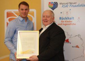Manuel Neuer wird Kinderpate der DFL Stiftung